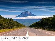 Купить «Перспектива на вулкан Корякский», фото № 4133463, снято 7 сентября 2008 г. (c) Александр Лицис / Фотобанк Лори