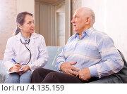 Купить «Женщина-врач на домашнем осмотре пожилого мужчины», фото № 4135159, снято 16 декабря 2012 г. (c) Яков Филимонов / Фотобанк Лори