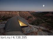 Палатка на краю обрыва. Стоковое фото, фотограф Антон Соколов / Фотобанк Лори