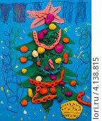 Купить «Детская поделка из пластилина - новогодняя елочка», фото № 4138815, снято 19 декабря 2012 г. (c) Катерина Макарова / Фотобанк Лори
