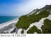 Купить «Белые скалы Итурупа», фото № 4139319, снято 26 августа 2012 г. (c) Владимир Серебрянский / Фотобанк Лори