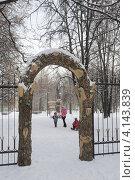 Купить «Арка вход в парк Северное Тушино зимой», фото № 4143839, снято 4 января 2012 г. (c) Малышев Андрей / Фотобанк Лори