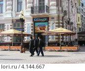 """Купить «Кафе """"Cinnabon"""", улица Арбат, Москва», эксклюзивное фото № 4144667, снято 23 апреля 2012 г. (c) lana1501 / Фотобанк Лори"""