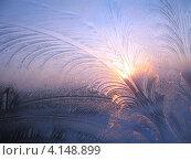 Купить «Морозные узоры и солнце на окне», фото № 4148899, снято 17 марта 2012 г. (c) Алла / Фотобанк Лори