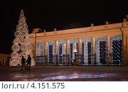 Купить «Центральный вход парка Горького зимним вечером. Москва», фото № 4151575, снято 26 декабря 2012 г. (c) Victoria Demidova / Фотобанк Лори