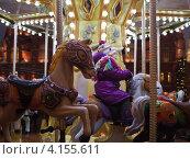 Купить «Новогодняя Страсбургская ярмарка в Москве. Карусели. Манеж», фото № 4155611, снято 28 декабря 2012 г. (c) Victoria Demidova / Фотобанк Лори