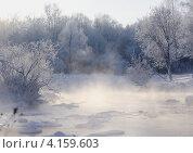 Купить «Туман над рекой в сильный мороз. Пейзаж.», эксклюзивное фото № 4159603, снято 22 декабря 2012 г. (c) Василий Пешненко / Фотобанк Лори