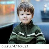 Портрет маленького мальчика в теплом свитере. Стоковое фото, фотограф Евстратенко Юлия Викторовна / Фотобанк Лори