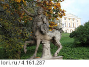 Купить «Парк и скульптурная композиция в Павловске», эксклюзивное фото № 4161287, снято 28 апреля 2011 г. (c) Дмитрий Неумоин / Фотобанк Лори