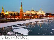 Кремлевская набережная. Вечерняя Москва (2013 год). Стоковое фото, фотограф E. O. / Фотобанк Лори