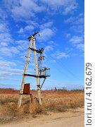 Купить «Сельский пейзаж со старым электрическим трансформатором», фото № 4162679, снято 10 октября 2012 г. (c) Анна Мартынова / Фотобанк Лори