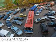 Купить «Пробка на улице Софийская набережная, Москва», эксклюзивное фото № 4172547, снято 13 октября 2009 г. (c) lana1501 / Фотобанк Лори