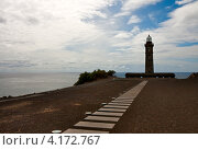 Купить «Маяк Капелинос на берегу острова Файал», фото № 4172767, снято 4 мая 2012 г. (c) Юлия Бабкина / Фотобанк Лори