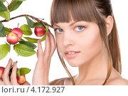 Купить «Привлекательная юная девушка с веткой, усыпанной яблоками», фото № 4172927, снято 13 марта 2010 г. (c) Syda Productions / Фотобанк Лори