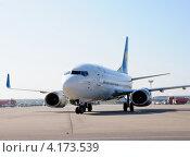 Купить «Boeing 737 (бортовой UR-GAK) авиакомпании Ukraine International в Домодедово», эксклюзивное фото № 4173539, снято 20 июля 2011 г. (c) Alexei Tavix / Фотобанк Лори