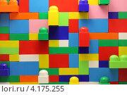 Стена из блоков лего (2012 год). Редакционное фото, фотограф Karataevo / Фотобанк Лори