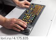 Купить «Мужские руки на промышленной клавиатуре с трекболом», фото № 4175835, снято 25 сентября 2012 г. (c) EugeneSergeev / Фотобанк Лори