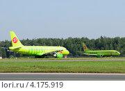 Купить «Самолеты авиакомпании S7 в Домодедово», эксклюзивное фото № 4175919, снято 20 июля 2011 г. (c) Alexei Tavix / Фотобанк Лори