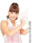Купить «Молодая домохозяйка в клетчатом фартуке с миксером в руках», фото № 4181099, снято 27 июня 2010 г. (c) Syda Productions / Фотобанк Лори
