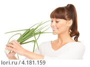 Купить «Счастливая девушка с челкой и зеленым луком в руках на белом фоне», фото № 4181159, снято 27 июня 2010 г. (c) Syda Productions / Фотобанк Лори