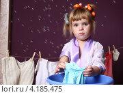 Купить «Девочка хозяйка стирает белье», фото № 4185475, снято 8 сентября 2012 г. (c) Останина Екатерина / Фотобанк Лори