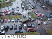 Купить «Автомобильный затор при выезде из кармана», фото № 4189823, снято 26 ноября 2012 г. (c) Кекяляйнен Андрей / Фотобанк Лори