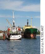 Купить «Два корабля в Калининградском порту», эксклюзивное фото № 4190447, снято 25 июня 2008 г. (c) Ната Антонова / Фотобанк Лори