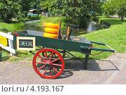 Продажа сыра с телеги  на острове Маркен, Нидерланды (2012 год). Стоковое фото, фотограф Николай Кокарев / Фотобанк Лори
