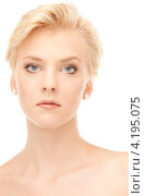 Купить «Портрет соблазнительной девушки со светлыми волосами и идеальной кожей на белом фоне», фото № 4195075, снято 24 июля 2010 г. (c) Syda Productions / Фотобанк Лори