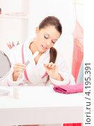 Купить «Счастливая девушка делает маникюр дома», фото № 4195391, снято 28 февраля 2010 г. (c) Syda Productions / Фотобанк Лори