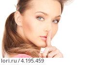 Купить «Привлекательная девушка поднесла указательный палец к губам с просьбой хранить секрет», фото № 4195459, снято 14 марта 2010 г. (c) Syda Productions / Фотобанк Лори