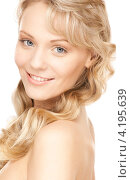 Купить «Портрет соблазнительной девушки со светлыми волосами и идеальной кожей на белом фоне», фото № 4195639, снято 3 апреля 2010 г. (c) Syda Productions / Фотобанк Лори