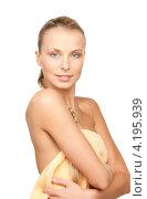Купить «Портрет соблазнительной девушки со светлыми волосами и идеальной кожей на белом фоне», фото № 4195939, снято 8 мая 2010 г. (c) Syda Productions / Фотобанк Лори
