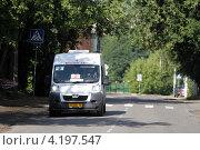 Купить «Балашиха, маршрутное такси», эксклюзивное фото № 4197547, снято 12 августа 2011 г. (c) Дмитрий Неумоин / Фотобанк Лори