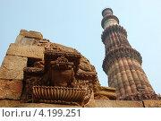 Кутб Минар, самая высокая каменная башня в мире, и самый высокий минарет в Индии, объект Всемирного наследия ЮНЕСКО, Индия (2012 год). Стоковое фото, фотограф крижевская юлия валерьевна / Фотобанк Лори