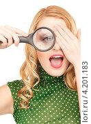 Купить «Веселая молодая блондинка дурачится с лупой в руках», фото № 4201183, снято 28 марта 2010 г. (c) Syda Productions / Фотобанк Лори