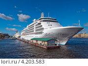 Купить «Круизный лайнер класса люкс Silver Whisper у пристани на Английской набережной», эксклюзивное фото № 4203583, снято 9 сентября 2012 г. (c) Геннадий Соловьев / Фотобанк Лори