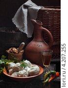 Купить «Хинкали с чачей, орехами и горьким перцем», фото № 4207255, снято 17 января 2013 г. (c) Марина Володько / Фотобанк Лори