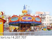 Карусель в ледовом городке на площади 1905 года. Екатеринбург (2012 год). Редакционное фото, фотограф Светлана Зотеева / Фотобанк Лори
