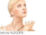Купить «Нежная привлекательная девушка с белыми цветами», фото № 4212875, снято 24 июля 2010 г. (c) Syda Productions / Фотобанк Лори