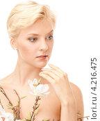 Купить «Молодая женщина с нежными белыми цветами», фото № 4216475, снято 24 июля 2010 г. (c) Syda Productions / Фотобанк Лори