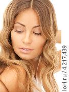 Купить «Очаровательная стройная молодая женщина с длинными русыми волосами на белом фоне», фото № 4217439, снято 14 августа 2010 г. (c) Syda Productions / Фотобанк Лори