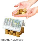 Купить «Дом построен из монет и банкнот», фото № 4220039, снято 23 января 2020 г. (c) Mikhail Starodubov / Фотобанк Лори