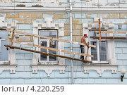 Купить «Реставрация фасада старого здания», эксклюзивное фото № 4220259, снято 6 июля 2012 г. (c) Илюхина Наталья / Фотобанк Лори