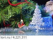 Купить «Новогодние украшения -мишура и маленькая елочка», фото № 4221311, снято 25 сентября 2012 г. (c) Sergey Nivens / Фотобанк Лори