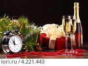 Купить «Новогодний натюрморт с бокалами шампанского и часами», фото № 4221443, снято 26 сентября 2012 г. (c) Sergey Nivens / Фотобанк Лори