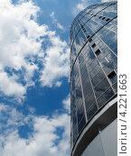 Небоскреб на фоне неба. Стоковое фото, фотограф Виталий Носков / Фотобанк Лори