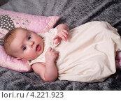 Купить «Четырехмесячная девочка», эксклюзивное фото № 4221923, снято 20 ноября 2012 г. (c) Алина Голышева / Фотобанк Лори