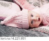 Купить «Младенец в вязаной розовой шапке», эксклюзивное фото № 4221951, снято 18 декабря 2012 г. (c) Алина Голышева / Фотобанк Лори