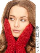 Купить «Милая молодая женщина с красными вязаными варежками на белом фоне», фото № 4222399, снято 10 октября 2010 г. (c) Syda Productions / Фотобанк Лори